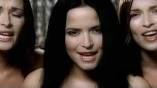 Breathless - The Corrs. Videoclip del grupo irlandés