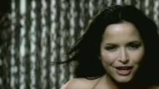 Breathless (International version) - The Corrs. Videoclip del grupo irlandés