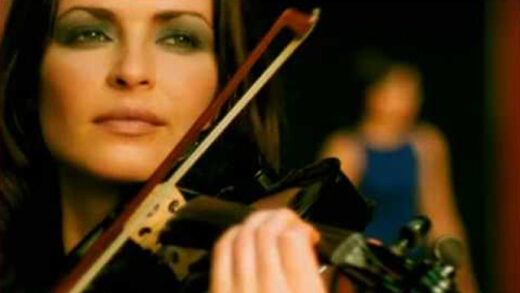 Dreams - The Corrs. Videoclip del grupo irlandés. Talk on corners