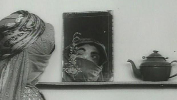 La casa es negra – Khaneh siah ast. Cortometraje documental iraní