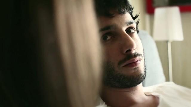 Blanco escayola. Cortometraje español sobre la infidelidad