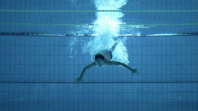 Nadador. Cortometraje español de Dani de la Orden con Joel Linde