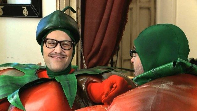 Dos tomates y dos destinos. Cortometraje español con Joaquín Reyes