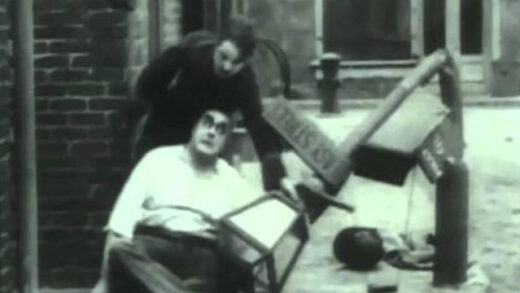 Charlot en la calle de la paz. Cortometraje de Charles Chaplin