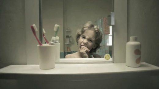 Le Miroir / El espejo. Cortometraje suizo de Ramón & Pedro