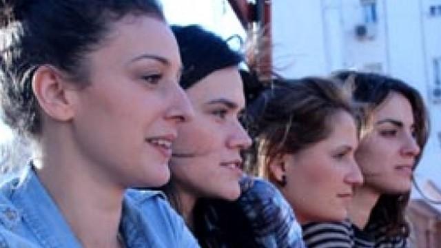 Vecinas. Cortometraje español Eli Navarro con Silvia Acosta y Mara Barros