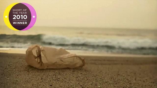 Plastic bag (la bolsa de plástico). Cortometraje de Ramin Bahrani