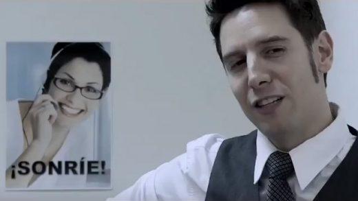 Sonríe. Cortometraje español dirigido por Ángel Pazos