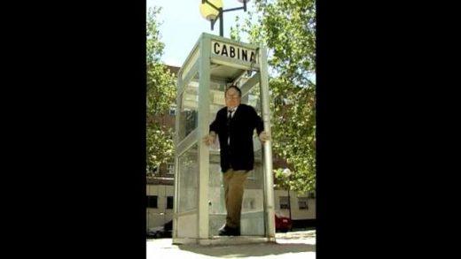 La cabina. Cortometraje español y parodia de Javier Fesser