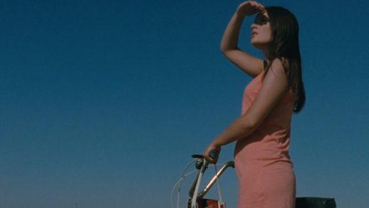 La playa. Cortometraje español de Elisa Cepeda con Laura de la Isla