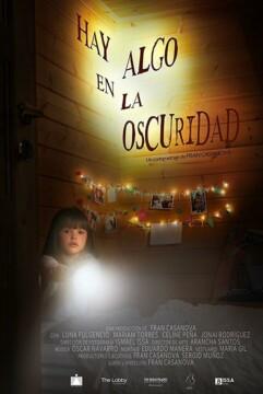 Hay algo en la oscuridad corto cartel poster
