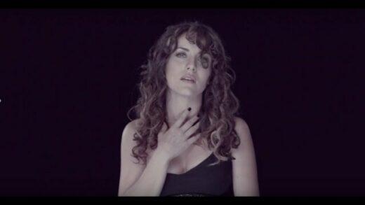 Estúpida - Claudia Molina. Videoclip de la artista española