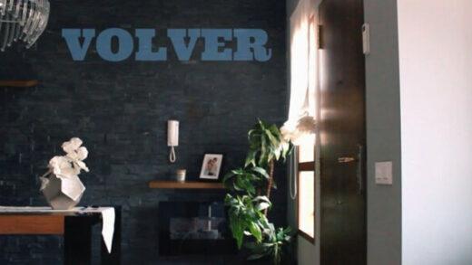 Volver. Cortometraje español y drama romático de Victor Montesinos