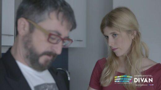Si vienes, repites - 1x1. La moqueta. Webserie y comedia española