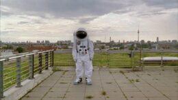 El astronauta en el tejado